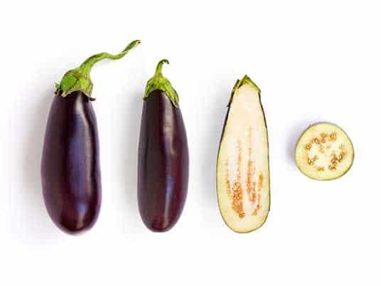 Aubergine in verschiedenen Varianten aufgeschnitten